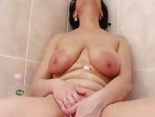 Horny Grandma In The Tub