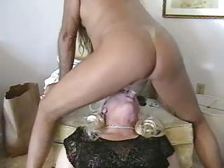 Guy & Crossdresser Mutual Condom Dongs Sucking