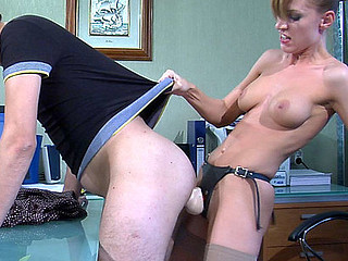 Kinky lady-boss gets access to the butt of her male sysop and digs it hard