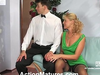 Curvy aged gal luring waiter into engulf-n-fuck frenzy in various poses