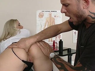 Scott is having problems performing anal sex on his girlfriend so that guy goes to  watch Dr Lengthy for some anal advice. Skilled for the task Dr Lengthy shows him an entire lesson on the ins and outs of anal fucking.