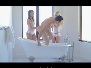 Two belle threesome in bathtub