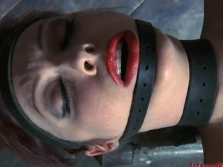 Beauty gets her neck restrained and knockers clamped