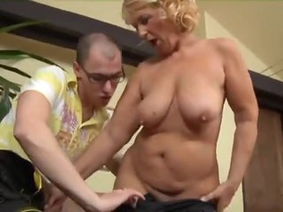 Mature and the young big cock have fun