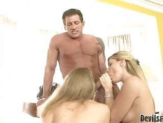 Muscled hunk with tattoo gets blowjob from two hot blondes