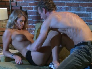 Blonde beauty Heather Starlet gets it on