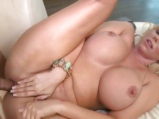 Samantha Silver wraps her piss flaps round a huge dick