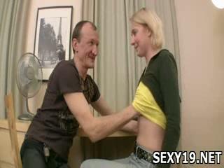 Neat pretty girl oraljobs man