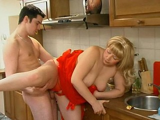 Freaky guy ready to fuck the shit out of plump aged chick in the kitchen