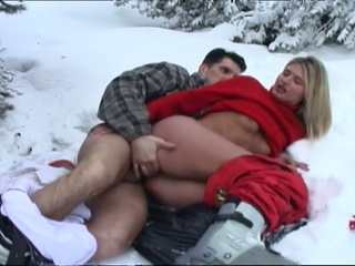 Hot couple fucking in the snow