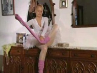 Young ballerina gets off
