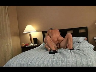 I gave this doxy heart, then this babe became a complete cunt. That Babe found this pretty lad at the gym. I knew that babe was being a dumb whore. This is the clip of her caught in the action...