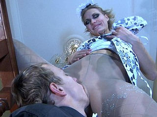 Doll-faced waitress giving head and widening her pantyhosed legs for a rod