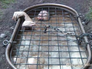 Beautiful Maggie is about to have an terrifying experience. She's in a metal bathtub covered with a grill, naked and tied with chains. Wanting to make things interesting for her I inserted a metal device in her mouth to keep it opened and began filling the tub with water. Isn't she sweet how she struggles to survive?