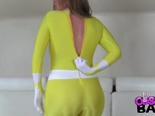 The mighty morphin yellow force ranger is here. And that babe is not ready to morph! That Babe is ready to fuck! Horny in her taut Lycra outfit this babe cannot control her urges to touch herself!