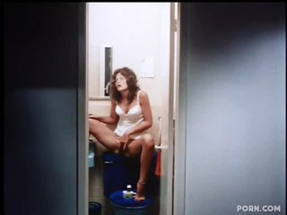 Retro Pornstar Linda Lovelace Sucks Cock and Swallows Cum - Deep Throat Scene