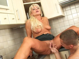 Boy has sex with hot MILF Sadie