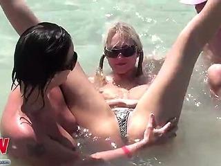 Three lesbians made an orgy