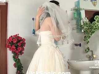Dishy bride getting to lesbo licks and slits play with a horny bridesmaid