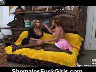 Mischievous honey opening her desirous fuck-hole for fresh dong of sexy shemale