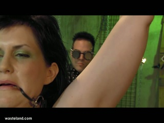 Jada sinn tortured in matrix style bdsm scene