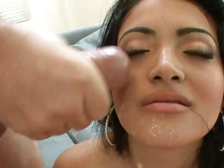 Sumptuous Andrea Kelly gets a face full of hot spunk