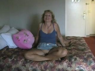 Blonde mature Ruthie gets a member from Ohio to fuck her good and gets load
